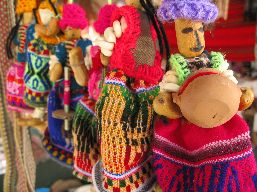 Set of multicoloured woven dolls made of maize.